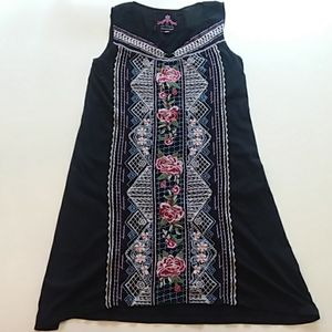 Johnny was small black sleeveless embroidered dres